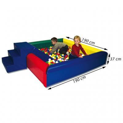 Quadratisches Ballbad für 2000 Bälle