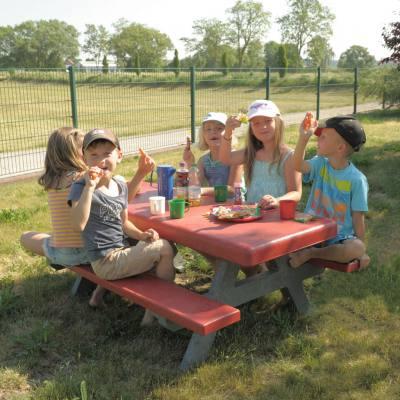 Kindersitzgruppe in 4 verschiedenen Farben