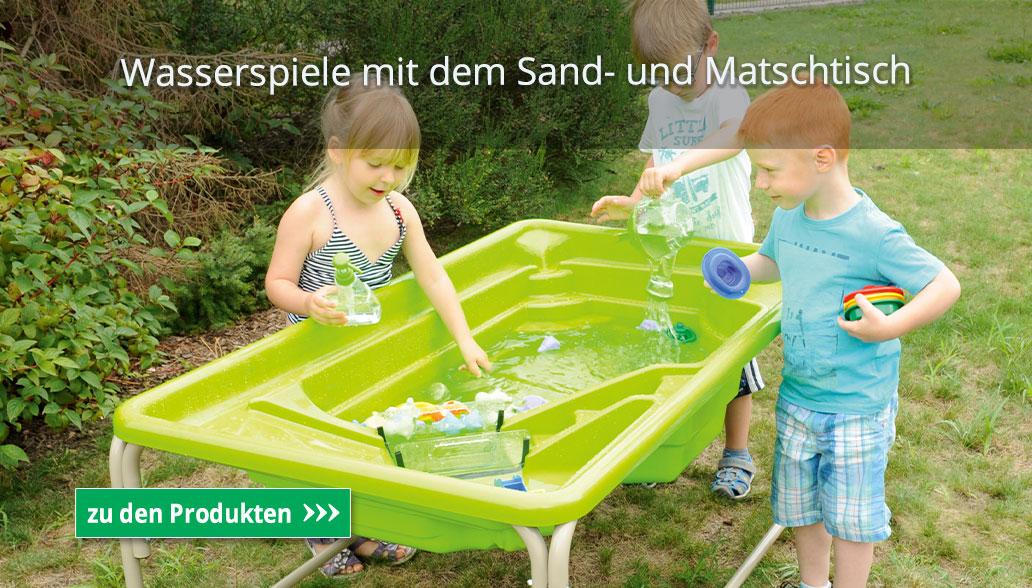 Wasserspiele mit dem Sand- und Matschtisch